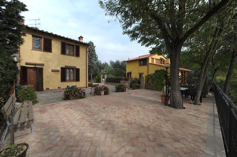 Casa vacanze gli oleandri casa vacanze for Casa di campagna toscana
