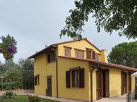 <strong>Gli Oleandri</strong> ist ein <strong>Ferienhaus</strong> im Herzen der <strong>toskanischen Landschaft</strong>, zwischen <strong>Castelfiorentino und Certaldo.</strong>