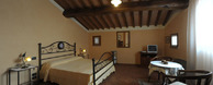 I <strong>due appartamenti per vacanze</strong> nella <strong>campagna toscana tra Castelfiorentino e Certaldo</strong>.