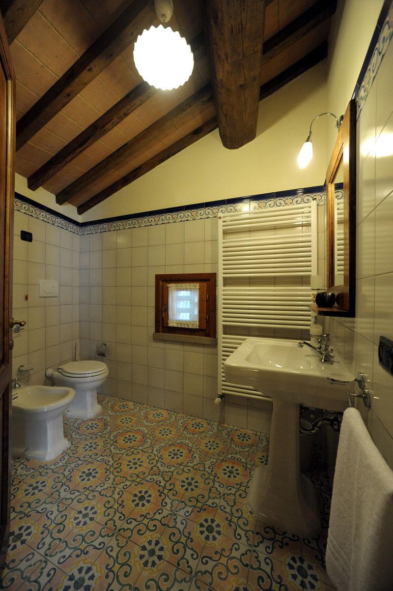 Affordable il bagno con doccia della camera il fienile - Bagno in campagna ...