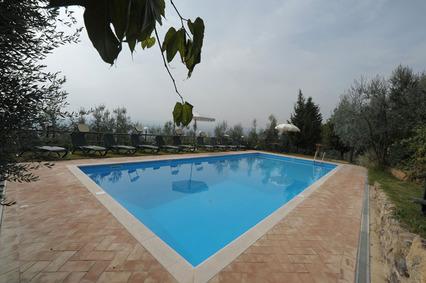 Casa vacanze gli oleandri piscina for Piscina rialzata